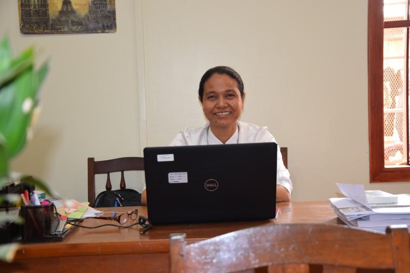 Sopheap à son bureau au Département de Pédagogie