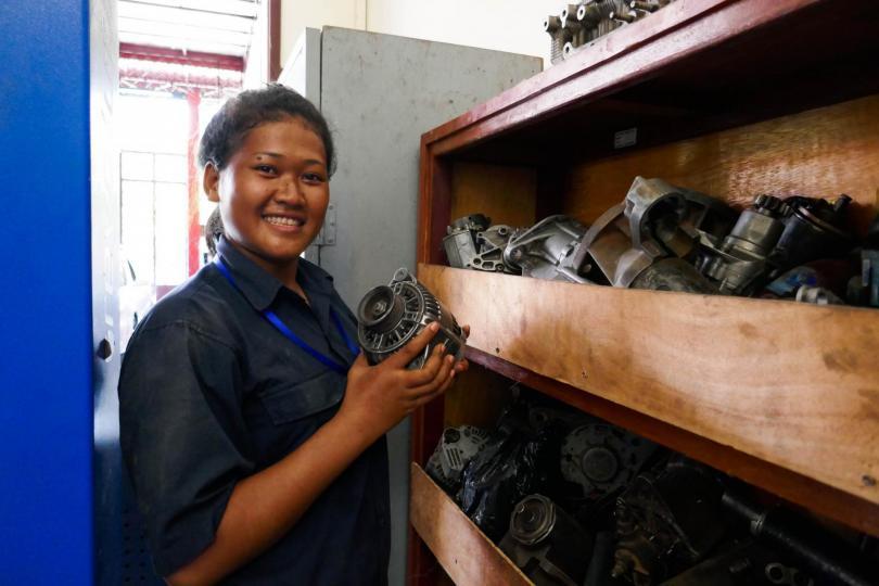 Portrait de Youn dans l'atelier pratique de mécanique de PSE